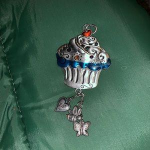Cupcake charm to hang